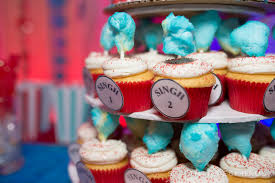 dr seuss baby shower corner house photography