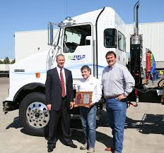 first kenworth truck oilfield trucking receives first kenworth isx 12 ng engine