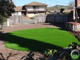 proyect artificial synthetic grass installed with pea gravel in a