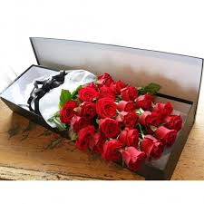roses in a box dozen roses in a gift box