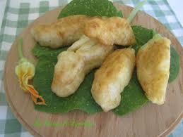 fiori di zucca fritti in pastella fiori di zucchina ripieni e fritti in pastella ricetta semplice