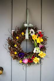 make a spring wreath housewife confidential