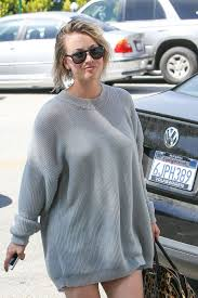 cuoco leaves a hair salon in los angeles april 2014