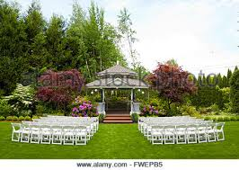 oregon outdoor wedding venues outdoor wedding venue in oregon with green grass and chairs ready