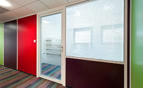 cloison vitr bureau les cloisons amovibles semi vitrée sur allège espace cloisons alu
