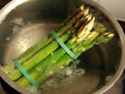 cuisiner asperges fraiches comment cuire les asperges vertes cookismo recettes saines