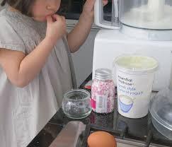 cuisine avec enfant pourquoi cuisiner avec ses enfants 10 bonnes raisons cabane à idées
