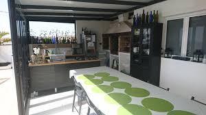 cuisine et cuisine et salle à manger à disposition des clients picture of