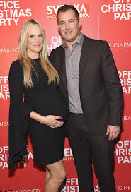 jennifer aniston at new york screening of office christmas party