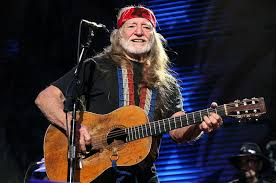 willie nelson reportedly disoriented temporarily halts show in