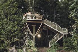 gorgeous robin u0027s nest treehouse hotel immerses you in nature