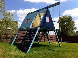 Backyard Play Forts by 20 Of The Coolest Backyard Designs With Playgrounds Triangle
