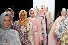 halima aden a somali refugee turned model has worn the hijab on