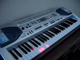 piano with light up keys casio keyboard lk 90 plays itself and the keys light up great