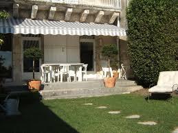 chambre d hotes angouleme bed and breakfast les jardins de la cathédrale angoulême