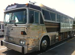 advantages of a vintage bus conversion as a motorhome technomadia