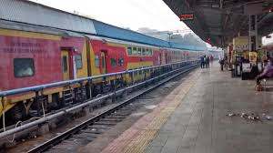 maharaja express train 1755757 0 maharaja express at agra cantt station p 19665