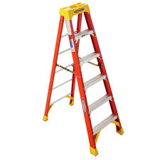 shop werner 7 ft fiberglass 300 lb type ia step ladder at lowes com