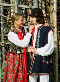 quick overview of folk costumes from poland warning picture