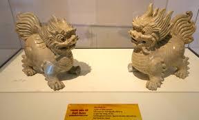 qilin statue file qilin statues bat trang kiln hanoi nguyen dynasty crackle