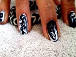 photo ongles gel tuto nail art méli mélo millefeuille en gel uv noir et blanc