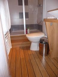 salle de bain de bateau parquet flottant dans une salle bain u2013 chaios com