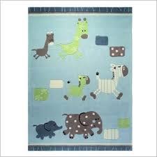 tapis pour chambre bébé garçon tapis bébé animaux le coin des creations enfantines