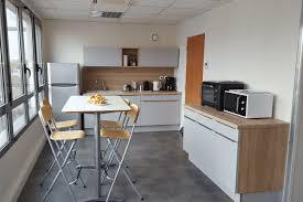 cuisines rennes réalisations cuisine pour une salle de pause société vc de cuisines