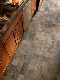 Vinyl Kitchen Flooring by Best 25 Laminate Flooring In Kitchen Ideas Only On Pinterest