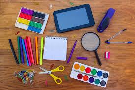 papeterie de bureau objets de papeterie bureau et fournitures scolaires sur la table