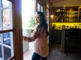 Whats A Wet Bar P U003e U003cstrong U003eyou U0027re A Mother Wife Tv Personality Store Owner And