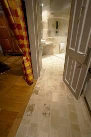 salle de bain style romain carrelage d u0027intérieur de salle de bain au sol en ciment