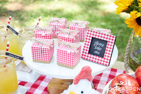 coed baby shower themes how to throw a relaxed co ed baby q kate aspen