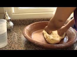 cuisine de choumicha recette de batbout marocain pétrissage cuisine batbout marocain