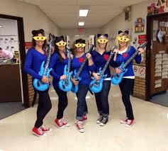 kindergarten teachers dressed like pete the cat on halloween so