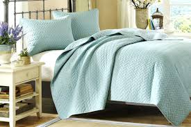 King Size White Coverlet Interior Using King Quilt On Queen Bed Coverlet Set Australia Size