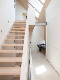 gerade treppe skandinavische gerade treppen ideen für treppenaufgang treppenhaus