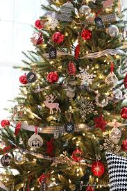 Simple White Christmas Decorations by Christmas Tree Decorating How To Get The Look Simple Diy Red