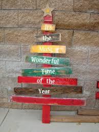 pallet christmas tree best 25 pallet tree ideas on pallet christmas tree