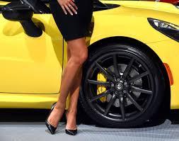 Yellow Flag With Snake The Truth Behind Alfa Romeo U0027s Man Eating Logo Ny Daily News
