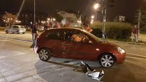 auchan si e auto robbiate scontro tra un auto e un all incrocio semaforico