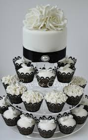 wedding cake and cupcake ideas black and white cupcakes so pretty and classic wedding