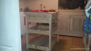 cuisine bois flotté comment fabriquer un îlot central de cuisine en palettes