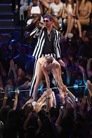 Miley Cyrus Twerk Meme - vmas 2013 miley cyrus lady gaga and nsync deliver the night s