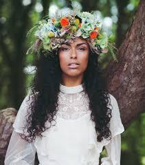 fleurs cheveux mariage coiffure mariage cheveux longs 30 idées coiffure pour le grand jour