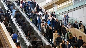 crushed by escalator a week in tokyo 201509