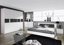 chambre d h es dr e combinaison de canapé floral blanc et or uni tapis bleu foncé