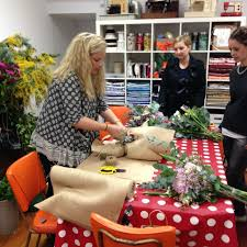 Flower Arranging For Beginners Floristry For Beginners Workshop In Chippendale Sydney