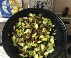 cuisiner celeri branche poêlée de courgettes et de céleri branche recette de poêlée de