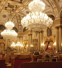 Largest Chandelier Palace With World S Largest Chandelier Coca Cola India